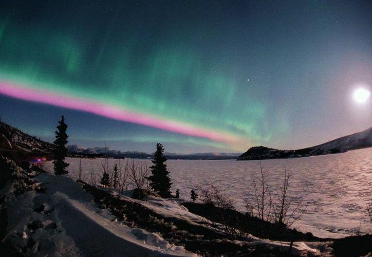 La llegada de esas ráfagas de viento solar a la atmósfera terrestre pueden provocar las Auroras Boreales. (necesitodetodos.org)