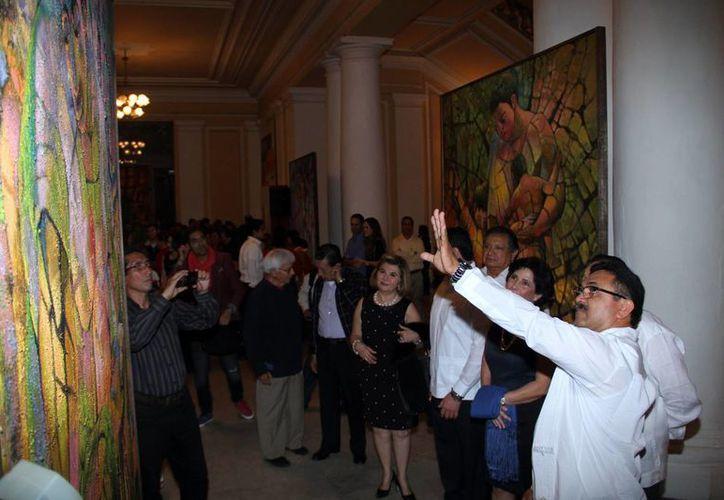 La colección del Pintor Víctor Argáez, también ha sido exhibido en Mahahual y Cozumel, Quintana Roo; además de Tabasco, Oaxaca y Campeche. (Jorge Acosta/Sipse.com)