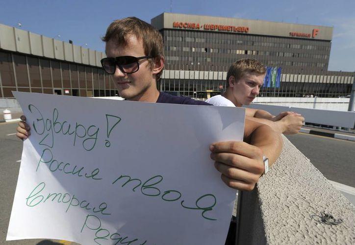 Snowden, fugitivo de la justicia de EU, cumple nueve días en la zona de tránsito del aeropuerto de Sheremetievo, en Moscú. (Agencias)