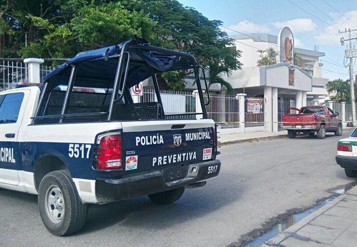 Al lugar llegaron los elementos de la Secretaría de Seguridad Pública y Tránsito. (Enrique Castro/SIPSE)
