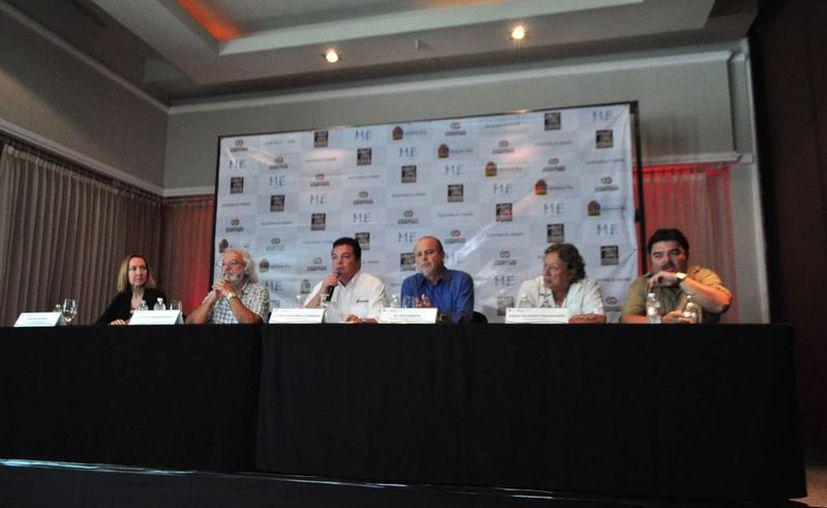 Juan Carlos González Hernández, secretario estatal de Turismo, dio a conocer el calendario de actividades para los municipios. (Jesús Tijerina/SIPSE)
