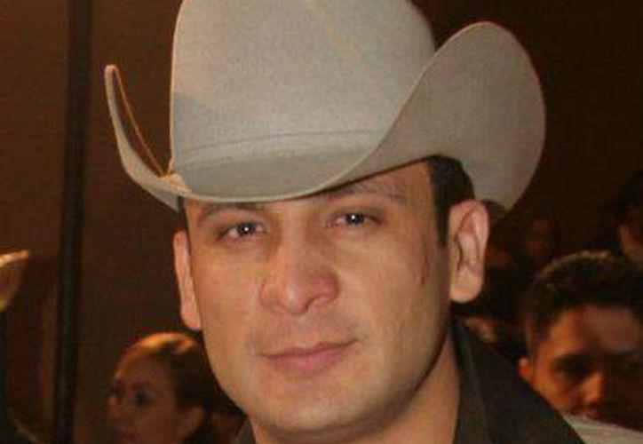 """El 25 de noviembre de 2006 """"El Gallo de Oro"""" fue asesinado al salir de una presentación en el palenque de la Expo-Feria en Reynosa, Tamaulipas. (Facebook oficial)"""