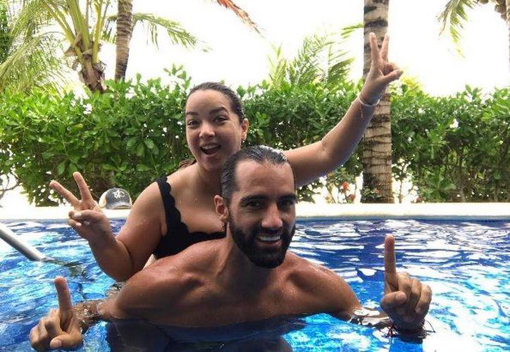 La feliz familia compartió imágenes en el exclusivo Palafitos de Dorado Maroma. (Instagram)
