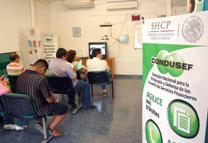 Los yucatecos acudieron a la  Semana de la Educación Financiera para conocer las normas relacionadas con las finanzas que entrarán en vigor en enero. (Milenio Novedades)