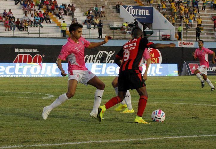 El defensa del CF Mérida, Gabriel España, fue expulsado en el partido ante Necaxa, pero podría jugar ante Lobos BUAP. (Milenio Novedades)