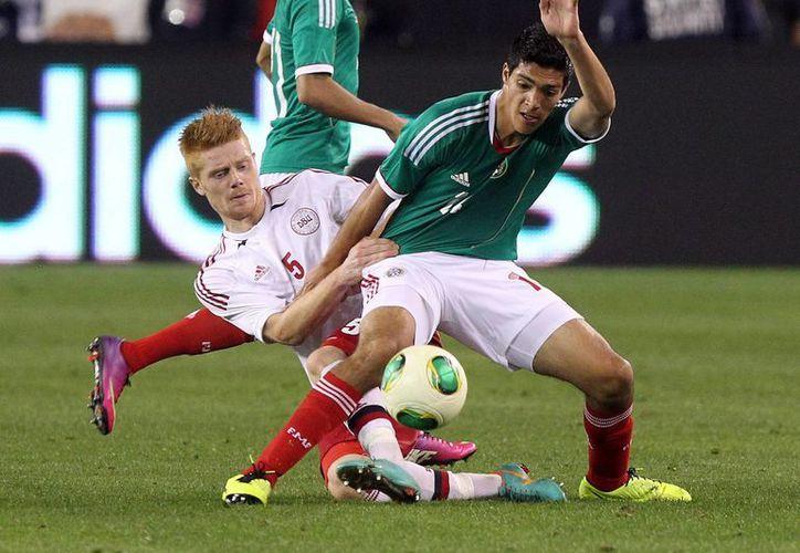 El delantero Raúl Jiménez, del América, no logró pasar el filtro de 'Chepo' De la Torre. (Agencias)