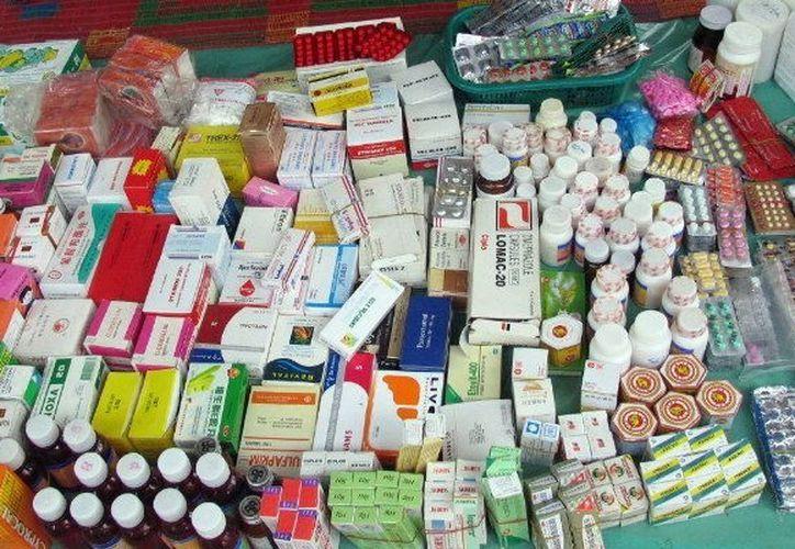 Medicamentos que se venden en la calle representan un peligro para la salud. (Foto: Milenio Novedades)