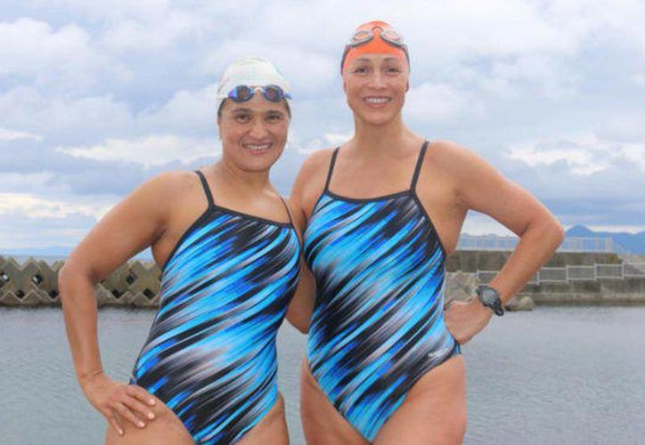 Las nadadoras mexicanas Mariel Hawley y Nota Toledano cruzaron en tiempo récord el Estrecho de Tsugaru, en Japón. (Marca.com)