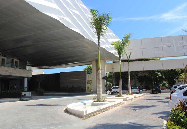 En el Centro de Convenciones se está terminando una importante remodelación. (Luis Soto/ SIPSE)
