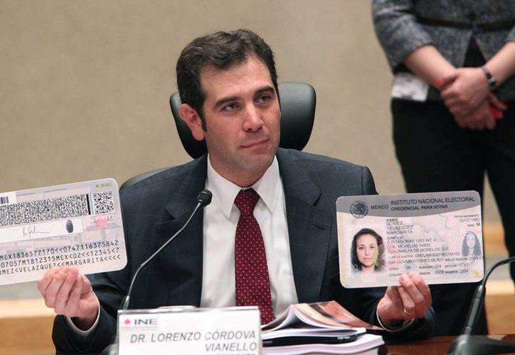 Lorenzo Córdova, Consejero Presidente del INE, dijo que los connacionales residentes en el exterior podrán participar en la vida democrática de México. (Notimex)