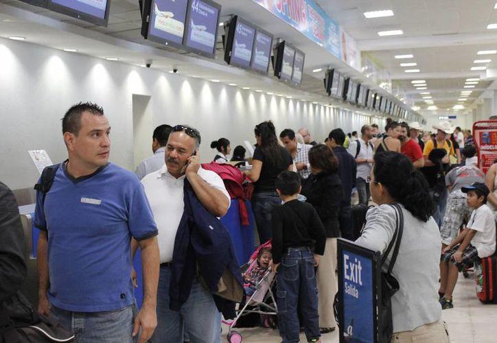 Continúa incrementando el arribo de turistas vía aérea en este destino turístico. (Jesús Tijerina/SIPSE)