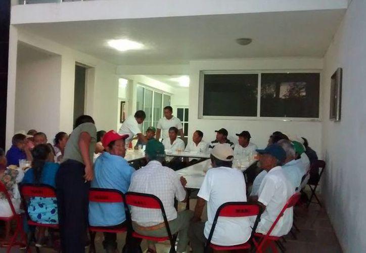 El partido tricolor realizó el evento como un primer acercamiento con los dignatarios mayas. (Raúl Balam/SIPSE)