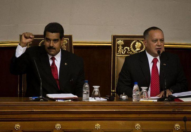 En la imagen, el mandatario venezolano, Nicolás Maduro (izq), junto al presidente de la Asamblea Nacional, Diosdado Cabello. (Archivo/EFE)