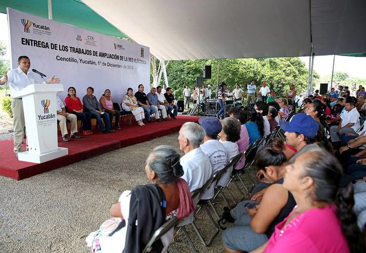 El Gobernador anunció apoyos a zonas marginadas en época de frío, durante la entrega de los trabajos de ampliación del sistema de agua potable y la red eléctrica, en comunidades de Cenotillo y Buctzotz. (Milenio Novedades)