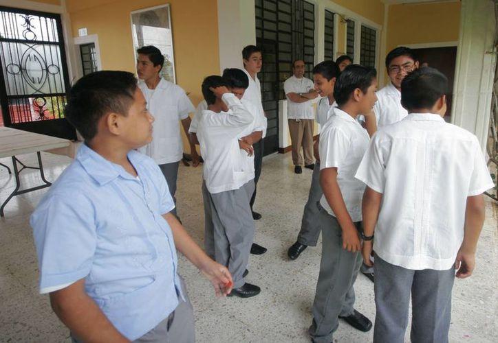 El Seminario Menor cuenta con 60 jóvenes de entre 12 y 19 años de edad, que cursan la secundaria y preparatoria. (Harold Alcocer/SIPSE)