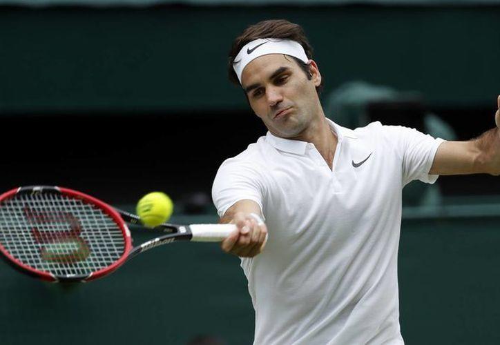 El tenista Roger Federer regresó a las canchas con un triunfo en dos parciales ante el tenista británico Dan Evans, en la Copa Hopman 2017.(Ben Curtis/AP)