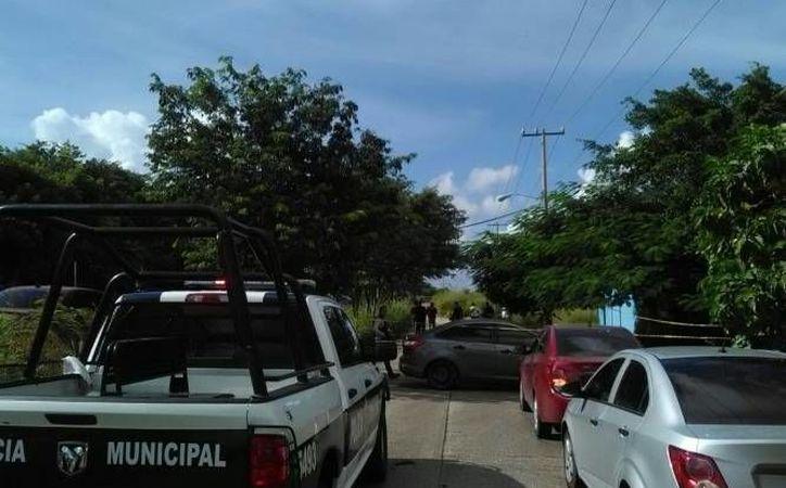 Los delincuentes abandonaron el carro y huyeron en un área verde de la Región 200. (Redacción/SIPSE)