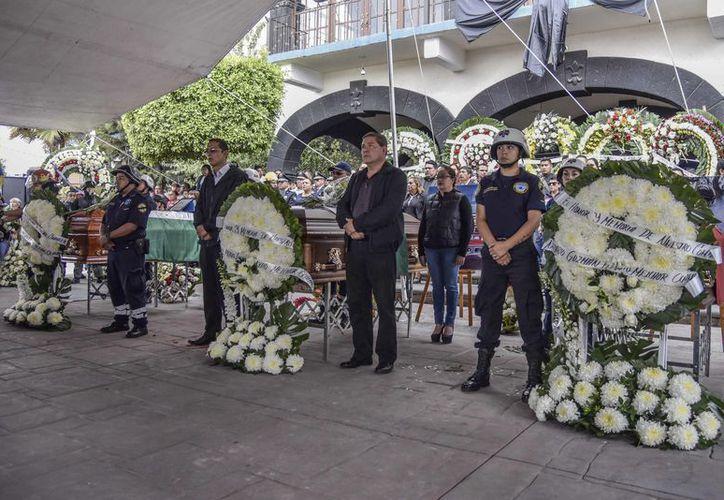Personal de Protección Civil y de Bomberos de Toluca y Zinacantepec también rindieron homenaje a sus compañeros. (Vanguardia)