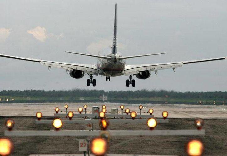 Asur opera sus aeropuertos en el sureste mexicano, entre ellos el de Cancún. (Foto de Contexto/Internet)