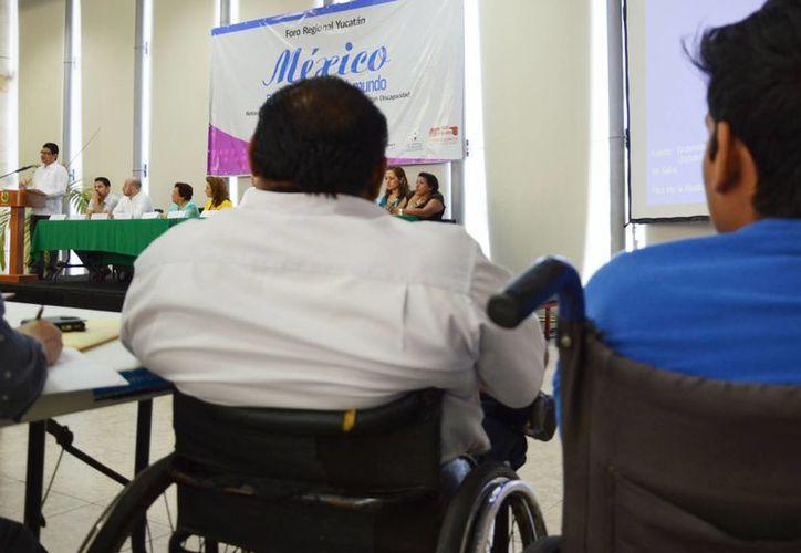 La entrega del premio al empleador incluyente fortalecerá la conciencia sobre el potencial, las capacidades y habilidades laborales de las personas discapacitadas, según el titular de la Codhey, Jorge Victoria Maldonado. (SIPSE)