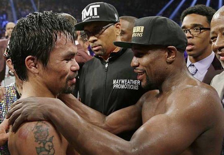 Manny Pacquiao (izquierda) no tendrá revancha con 'Money' Mayweather (d), ya que desea entrarle de lleno a su carrera política por lo que ha decidido que su retiro llegará después de enfrentar a Timothy Bradley, el próximo nueve de abril. (Archivo AP)