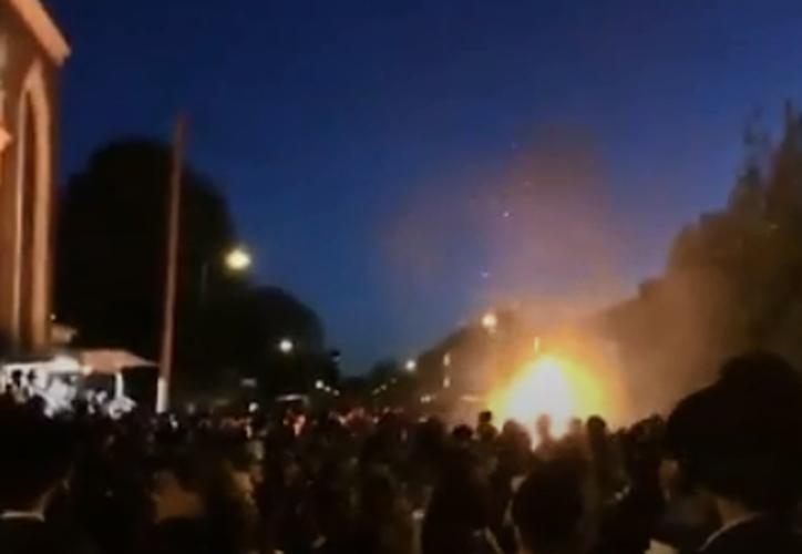 Se prendió fuego al haberse derramado combustible sobre la misma. (Foto: Captura de pantalla).