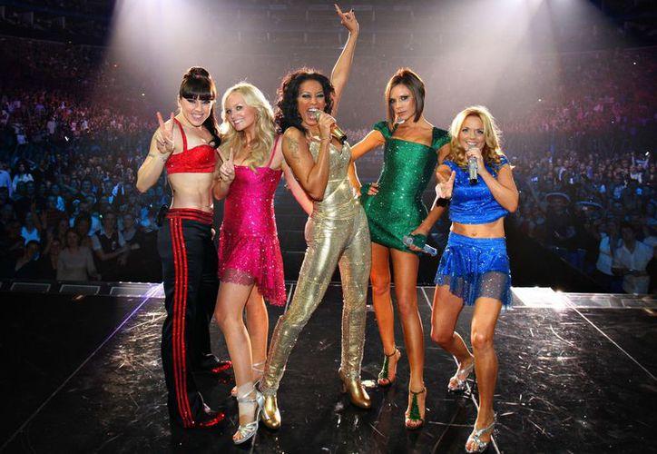 El famoso quinteto británico Spice Girls se reunirá, luego de que Victoria Beckham aceptó participar en el nuevo proyecto. (Foto: Ew)