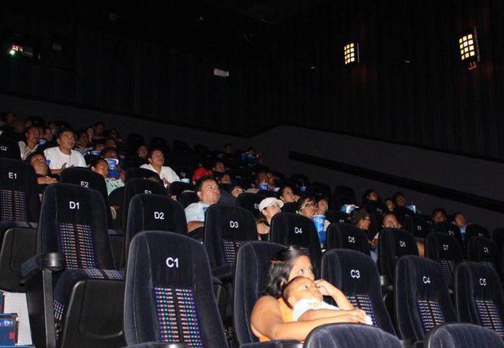 Entre 12 mil y 20 mil playenses acuden a las salas de cine de la ciudad cada semana.  (Yesenia Barradas/SIPSE)