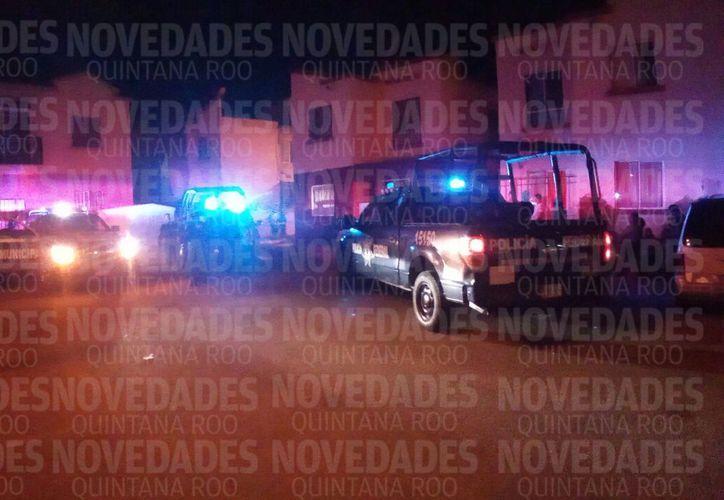 Patrullas de la corporación policíaca acudieron en el lugar para atender el reporte. (Redacción/SIPSE)