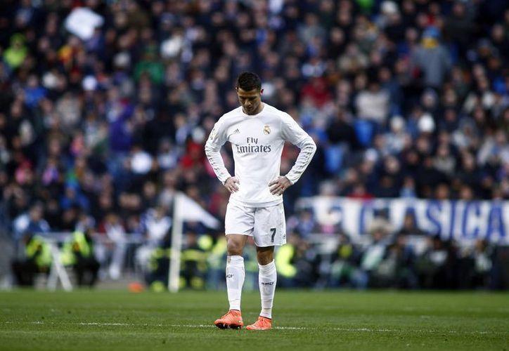 Cristiano Ronaldo arremetió en contra de sus compañeros, minutos después de finalizar el Derbi madrileño. El atacante Portugués tuvo nulas oportunidades frente al arco del Atleti. (AP)