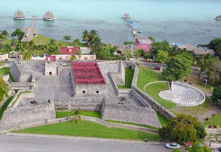Se espera que durante las próximas semanas ya se proyecte el video mapping en el Fuerte de Bacalar. (Javier Ortiz/SIPSE)