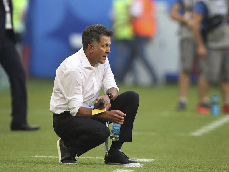 Juan Carlos Osorio, quien fracasó con la Selección de México, al no ganar ningún título en cuatro años, ya planea su futuro inmediato (Foto AP)