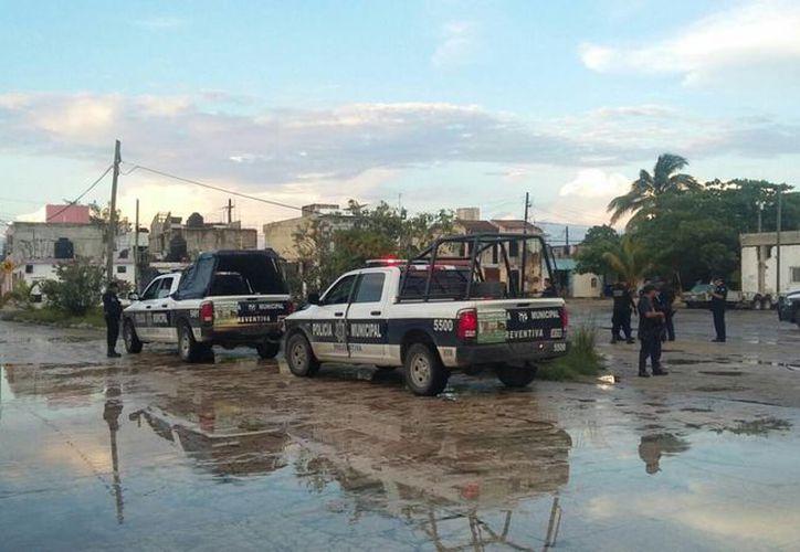 Las autoridades policíacas atendieron el reporte del cuerpo descuartizado. (Pedro Olive/SIPSE)