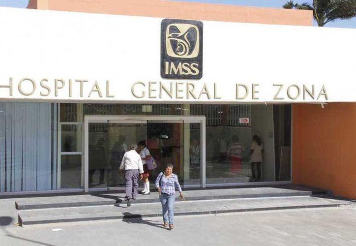 Una mujer dio a luz en el estacionamiento del hospital del IMSS en Salina Cruz, Oaxaca. (Imagen de contexto/m-x.com.mx)