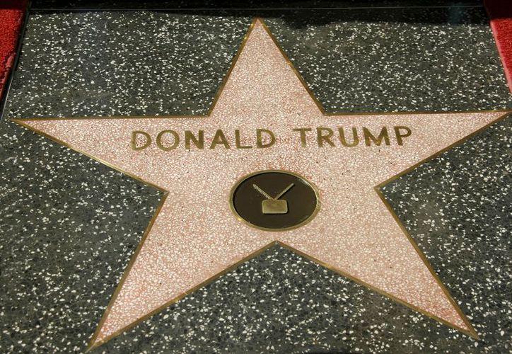 """La estrella le fue otorgada a Trump en 2007, como presentador del programa  """"The Apprentice"""". (Internet)"""