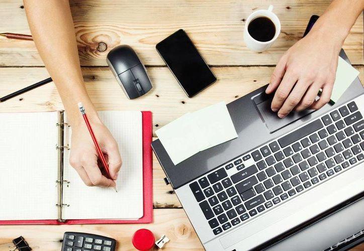 Ser freelance significa ser tu propio jefe, trabajar desde tu hogar y tener tus propios horarios. Imagen de contexto. (communitytable.com)