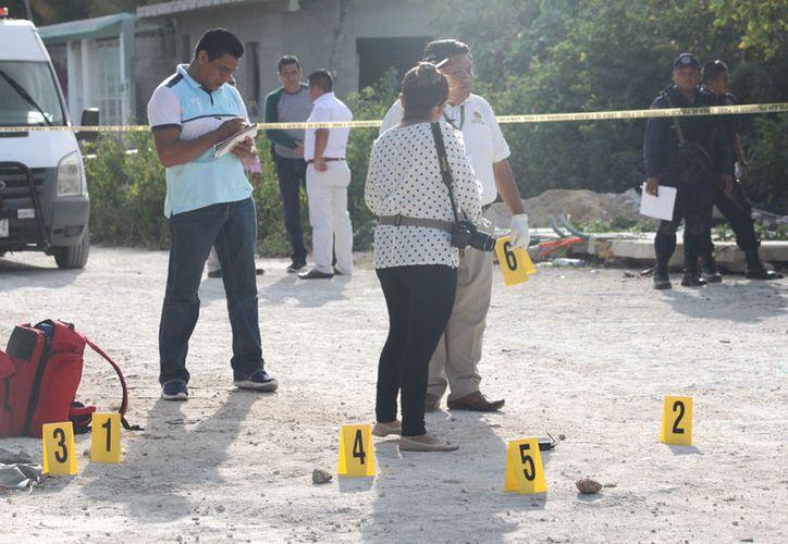 En el lugar de los hechos se identificaron más de 15 casquillos percutidos. (Redaccón/SIPSE)