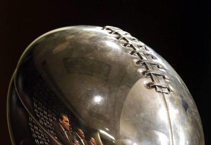 El trofeo Vince Lombardi que recibieron los Ravens de Baltimore. (Agencias)