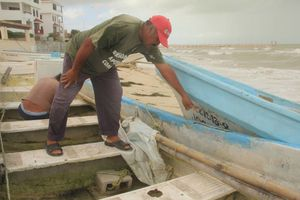 Violento norte causa destrozos en la costa de Yucatán