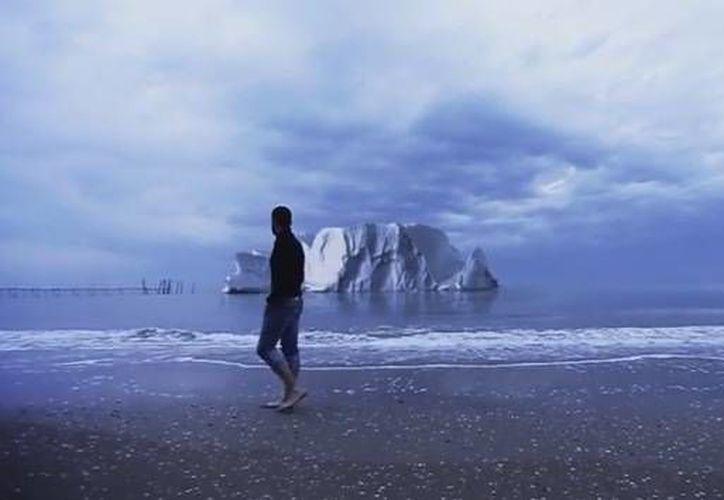 El explorador italiano Alex Bellini será testigo en el Artico de las etapas finales de la vida de un iceberg hasta que este se derrita por completo. (YouTube/Alex Bellini)