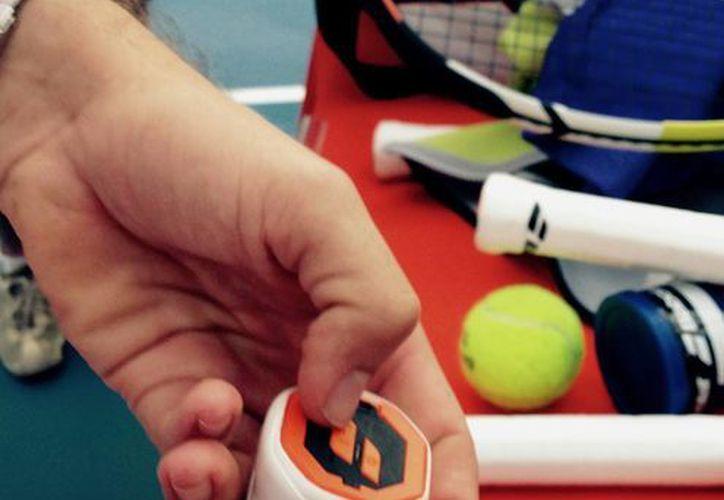 Rafael Nadal es uno de los pocos tenistas del mundo que hasta ahora cuentan con una raqueta con interruptor para conocer a detalle cómo se golpearon las pelotas. (Foto: AP)