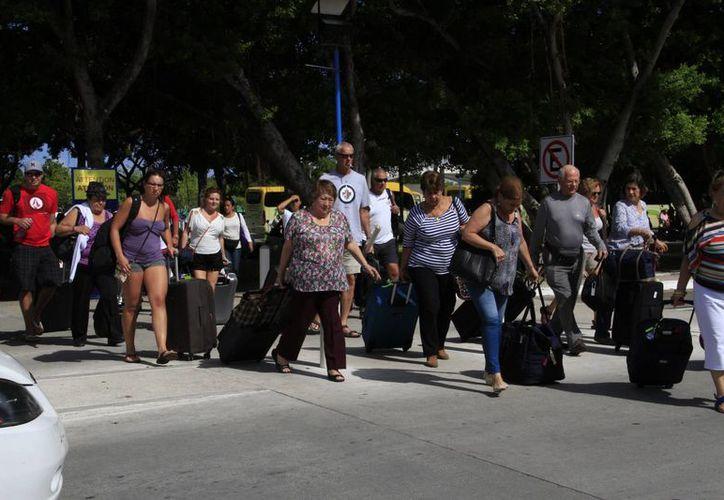 Los turistas tienen una estancia de cinco a tres noches en Cancún. (Israel Leal/SIPSE)