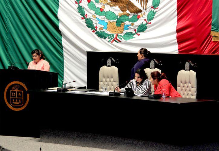Las iniciativas de decreto para la reforma gubernamental en la entidad fueron turnadas a las comisiones correspondientes. (Foto: David De la Fuente / SIPSE)