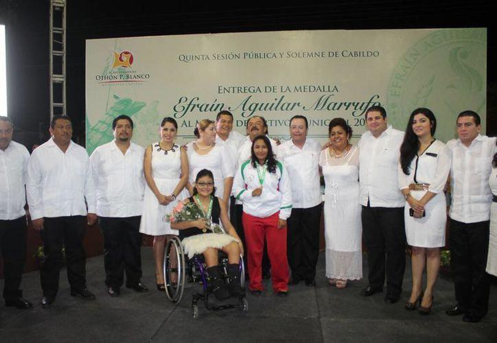 La ceremonia estuvo encabezada por el presidente municipal, Eduardo Espinosa Abuxapqui. (Miguel Maldonado/SIPSE)