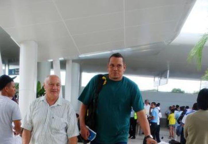 Al llegar a Cancún, Antonio García Murillo se dijo listo para participar a partir del próximo viernes con los Pioneros de Quintana Roo en las semifinales de la Liga de las Américas. (Redacción/SIPSE)