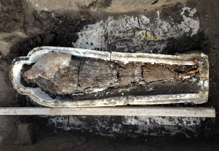 El cuerpo de la momia perteneció a una mujer, determinaron los expertos. (EFE)