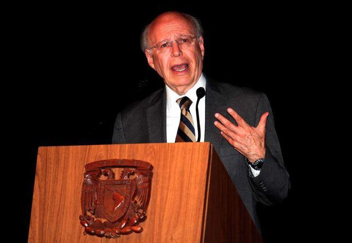 El rector de la UNAM, José Narro Robles, aseguró que la institución combate la deserción escolar y prueba de ello es la mejoría en la eficiencia terminal de sus estudiantes. (Notimex/Archivo)