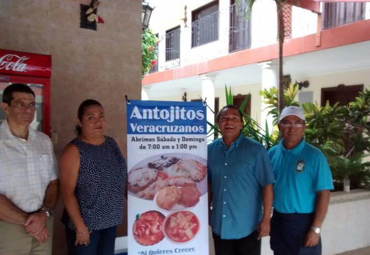 Cristóbal Ocaña (tercero a la derecha) presentó el concurso. (Milenio Novedades)