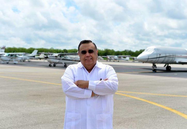En la imagen, Héctor Navarrete Muñoz, director del Grupo Aeroportuario del Sureste (ASUR), donde labora desde hace más de 20 años. (Milenio Novedades)