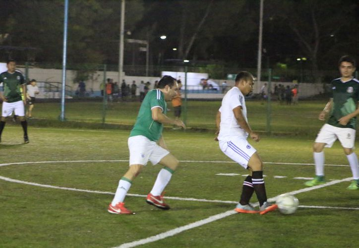 Emocionantes encuentros y una atractiva cantidad de goles, se llevaron a cabo las actividades correspondientes a la jornada 14 de la Liga de Fútbol 9 de Interdependencias. (Miguel Maldonado/SIPSE)